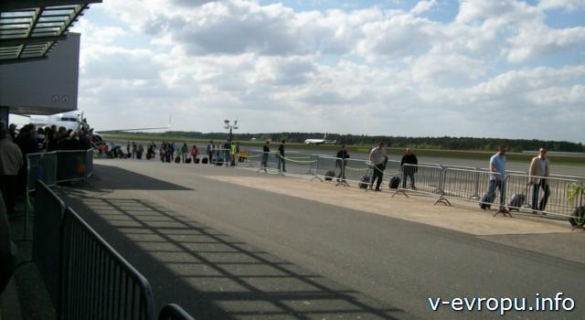 В аэропорту Вееце (Дюссельдорф), откуда летают самолеты Ryanair по всей Европе