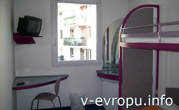 Двухместный номер в бюджетной гостинице в Париже