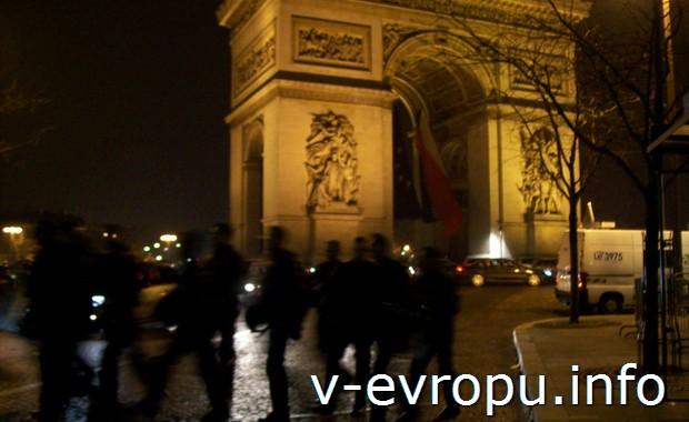 В новогоднюю ночь на Елисейских полях в Париже
