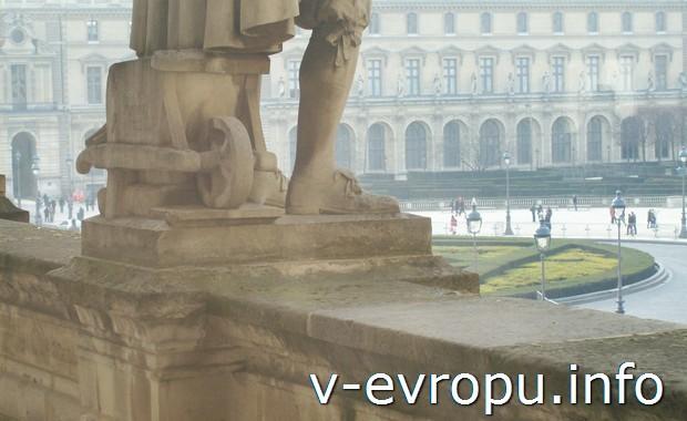 Вид на городскую площадь в Париже