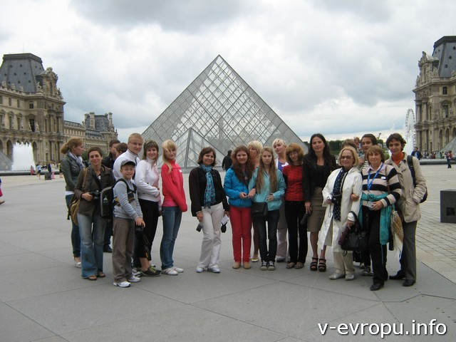 Мы увидели пирамиды Лувра