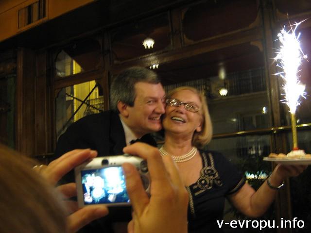 Париж и Франсуа поздравляют нашу Галину с днем рождения