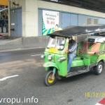 Тук-тук в Бангкоке - мотоцикл с сиденьями для пассажиров