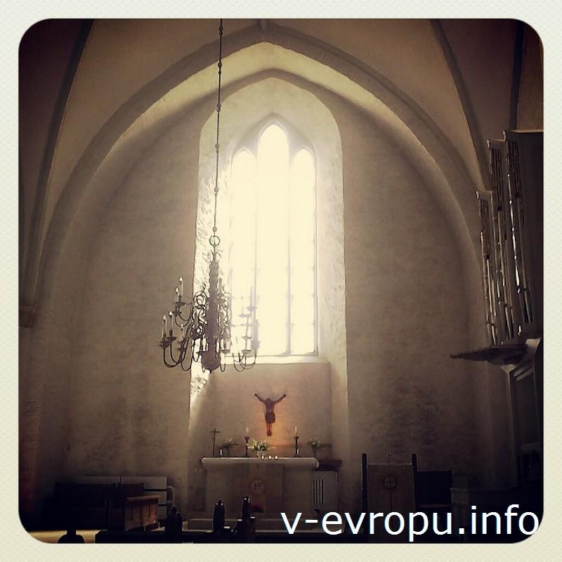 Строгая красота Домского собора в замке Хаапсалу