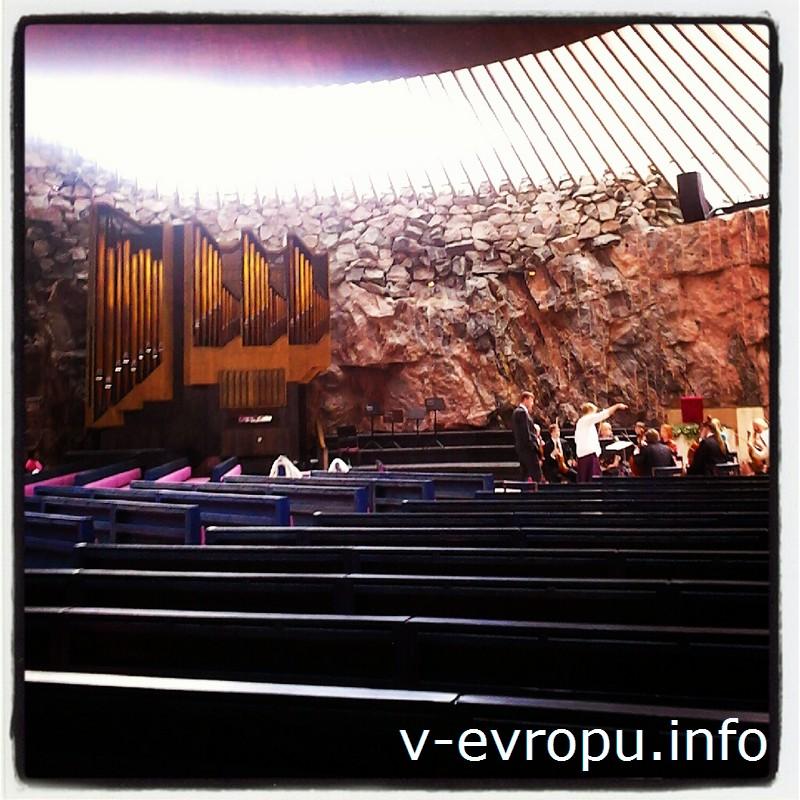 Церковь на Храмовой площади построена внутри скалы