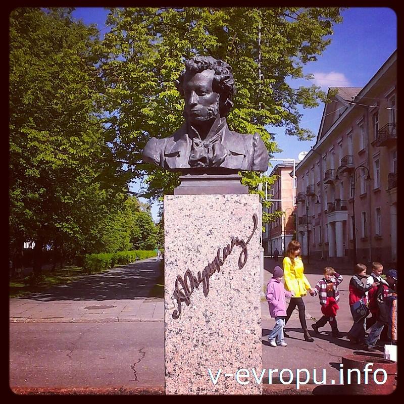 Памятник Пушкину на улице Александра Пушкина в Нарве