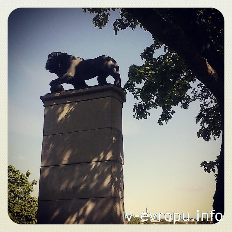 Шведский лев в память о погибших в битве при Нарве 1700 года