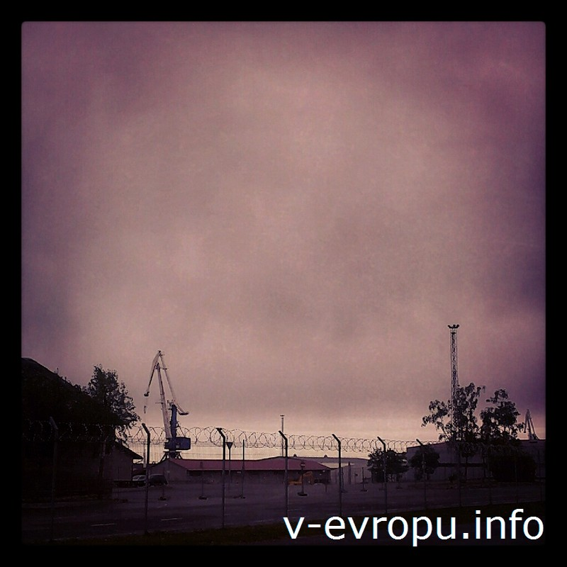 Порт в Палдиски огорожен колючей проволокой