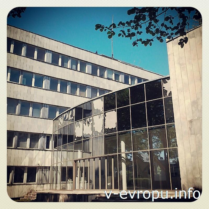 В бывшем здании горкома КПСС в Пярну теперь находится Музей современного искусства