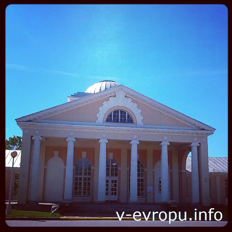 Здание грязелечебницы - один из символов курортного Пярну