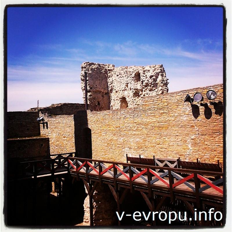 Поднимись на стены замка Раквере!