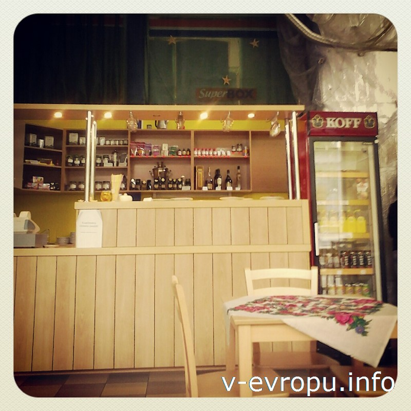 Крошечное кафе на 2 стола и 1 диван в Хаапсалу порадует чаем с плюшками и бесплатным Интернетом