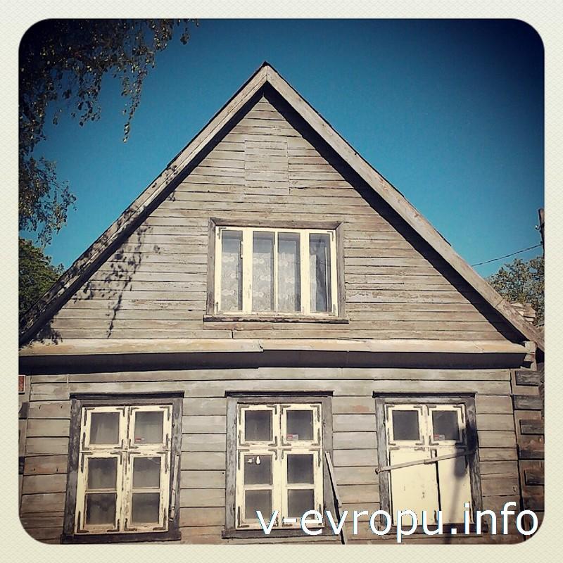 В Кадриоргский парк ведут улочки с маленьким деревянными домами