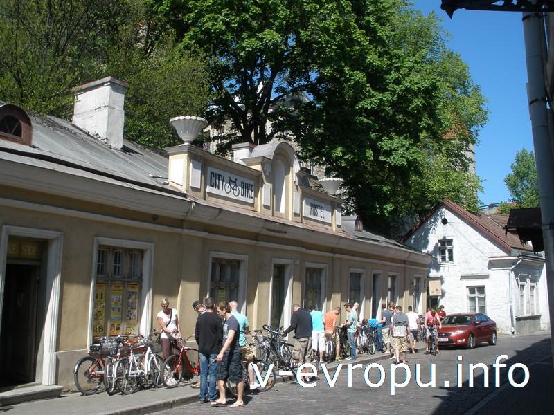 Пункт проката велосипедов в Таллине находится в Старом Городе