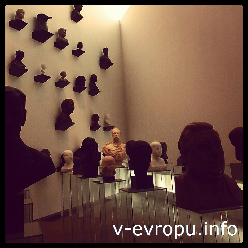 В зале бюстов в музее KUMU вам будет казаться, что за вами все время кто-то наблюдает