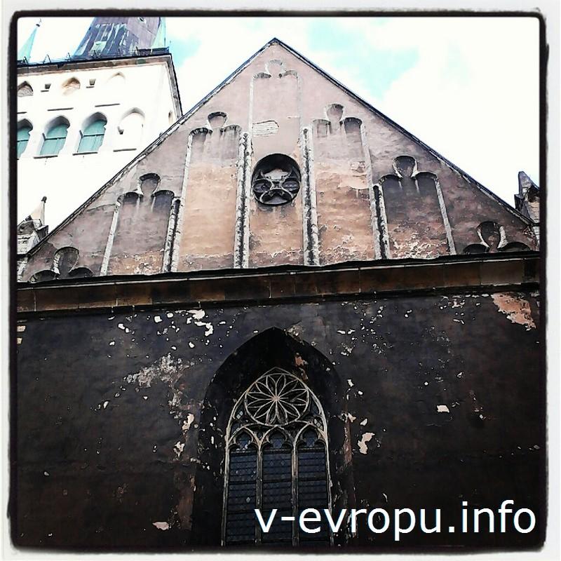 На церковь Олевисте и 124 метровую башню надо смотреть задрав голову