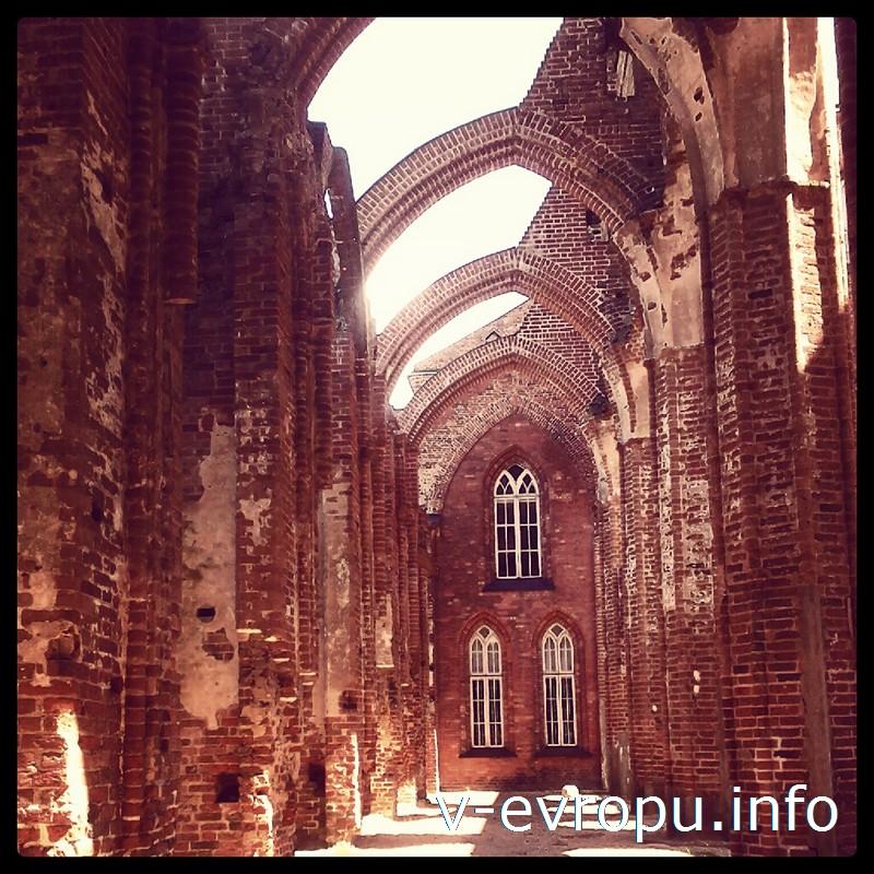 Величественные и трагичные руины Домского собора в Тарту