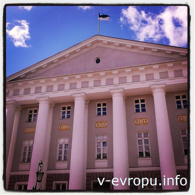 Пример архитектуры классицизма в Эстонии: главный корпус Тартуского университета