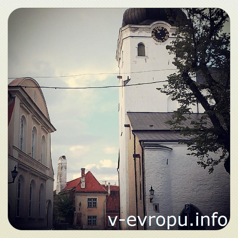 Домский собор с 69 метровой башней является главным лютеранским храмом Эстонии