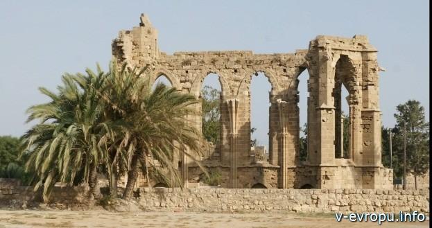 Развалины древнего храма в Фамагусте