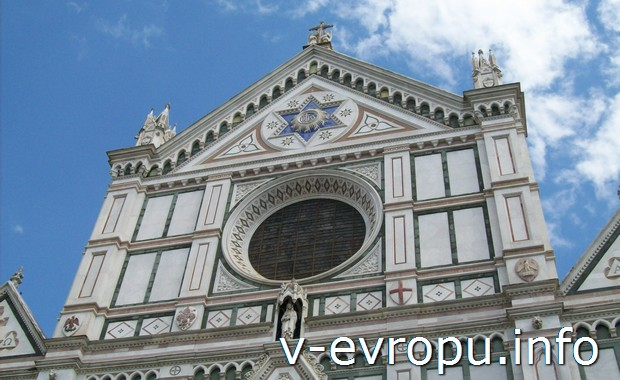 Часть фасада Базилики Санта Кроче во Флоренции
