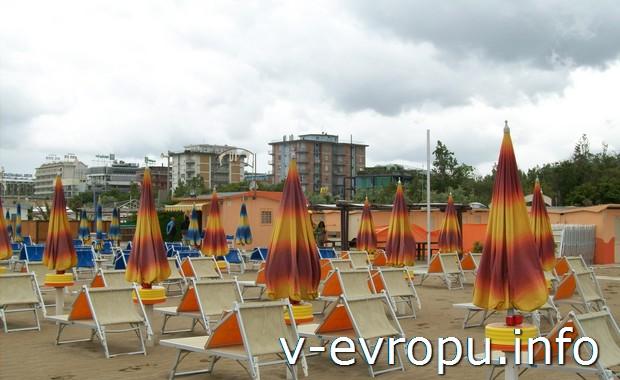 Пляжи Римини в мае
