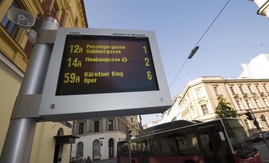 Табло расписания трамваев в Вене