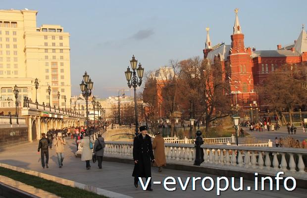 """Торговые ряды """"Охотного ряда"""" рядом с гостиницей """"Москва"""""""