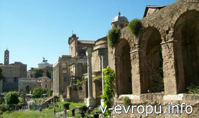На Римский Форум (Музей Палатино) можно попасть по Roma Pass (условно) бесплатно