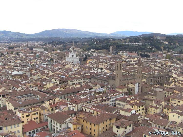 Флоренция. Вид на палаццо Веккьо и Собор Санта Кроче с обзорной площадке на Колокольне Джотто
