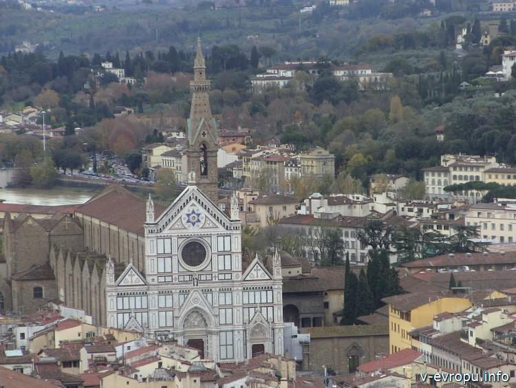 Базилика Санта Кроче во Флоренции. Вид с панорамной площадке на Кампаниле Джотто