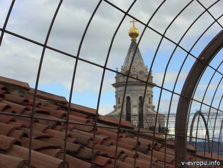 Обзорная площадка на Башне Джотто во Флоренции. Вид на фонарь купола Брунеллески на Санта дель Фиори