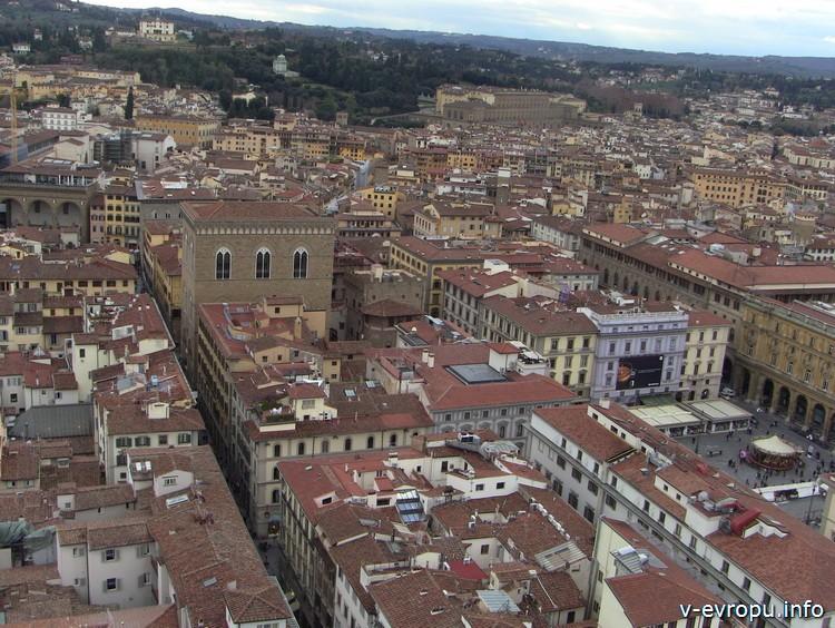 Флоренция. Панорамный вид на Орсанмикеле - церковь и музей (трехэтажное палаццо)