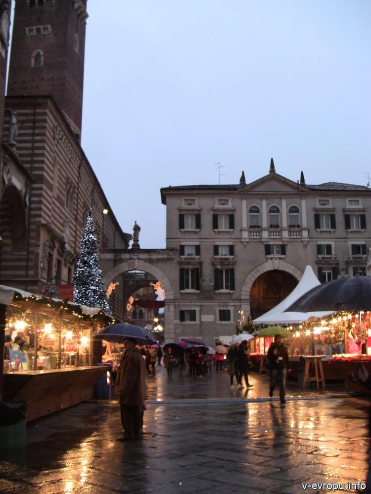 Рождественский рынок во Флоренции