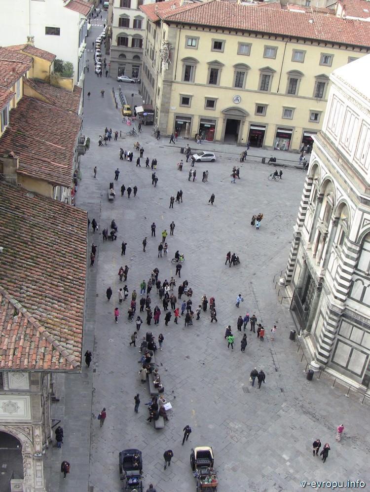 Площадь дель Дуомо и стена Бабсистерия. Флоренция.