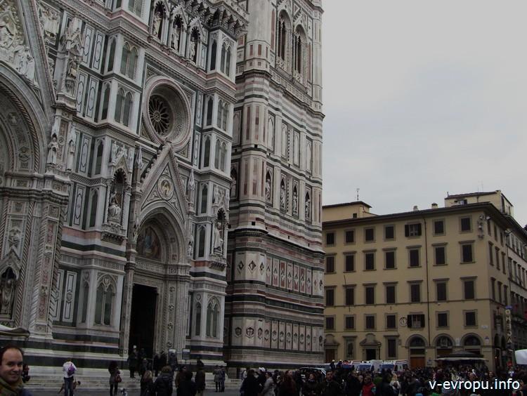 Флоренция. Правая часть фасада Кафедрального собора Дуомо Фирензе