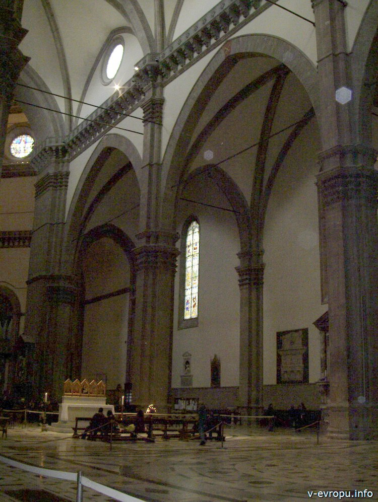 Центральный и правый боковой нефы базилики Санта Мария дель Фиоре. Флоренция