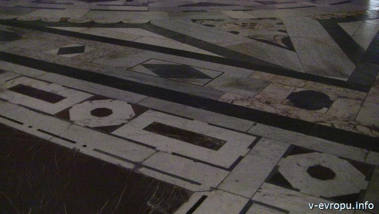 Пол собора Санта Мария дель Фиоре в стиле косматеско