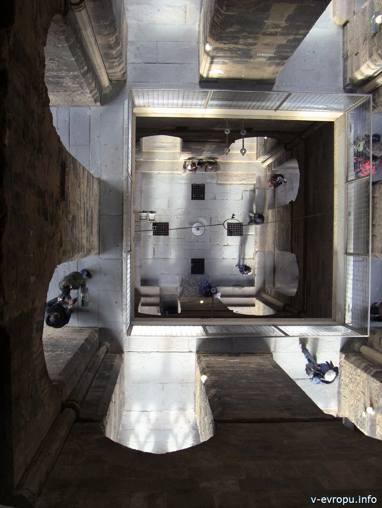 Вид на первый этаж Кампанилы Джотто со смотровой площадки башни