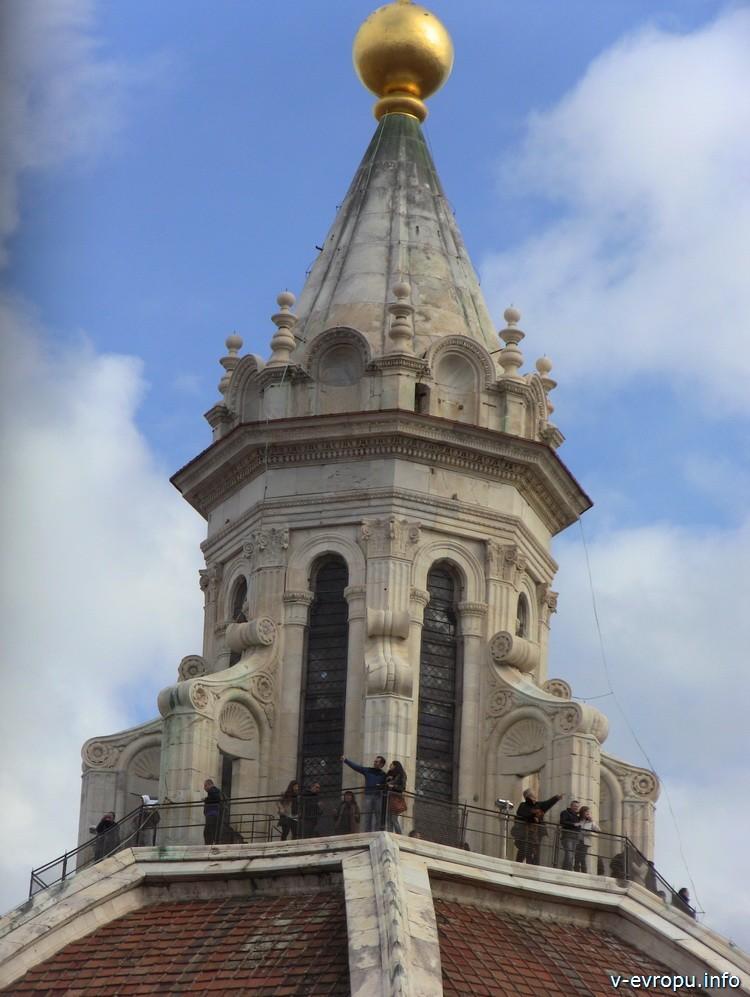 Фонарь купола Брунеллески во Флоренции (построен уже после смерти архитектора)