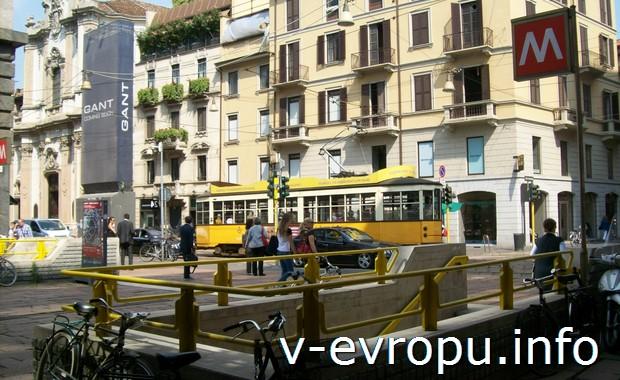 Миланский трамвай и вход в метро