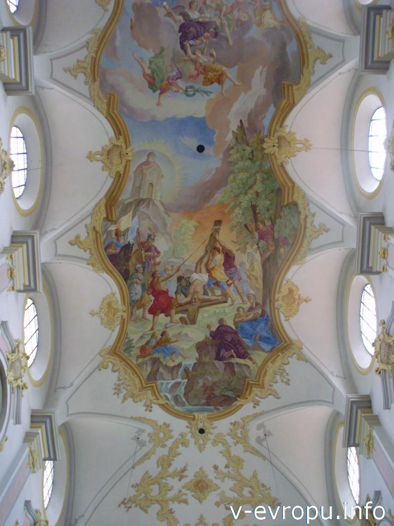 Фрески на потолке церкви Св. Петра в Мюнхене