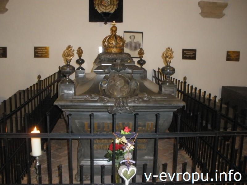 Могила короля Баварии Людвига II в церкви Св. Михаила в Мюнхене