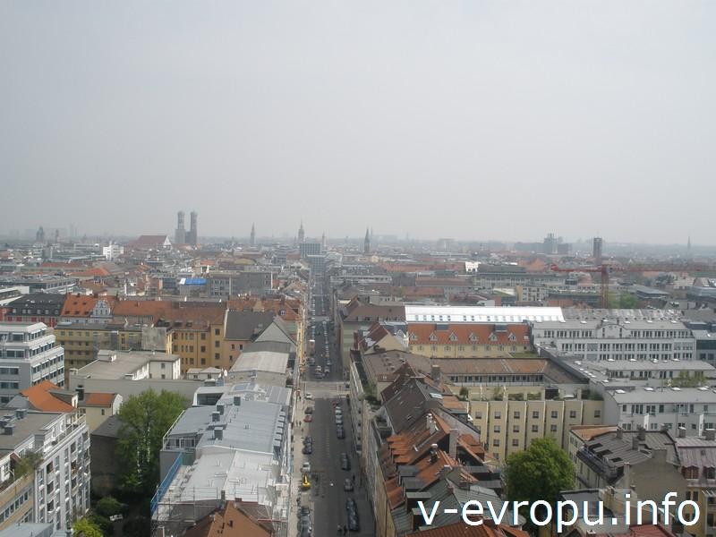 Вид центр Мюнхена с башни церкви Св. Павла