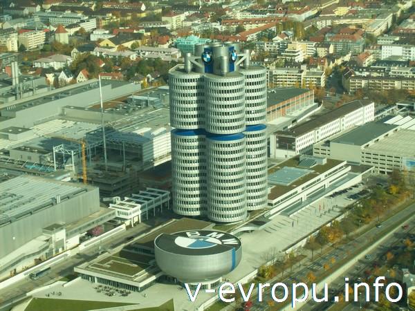 Вид на здания БМВ с Олимпийской башни в Мюнхене