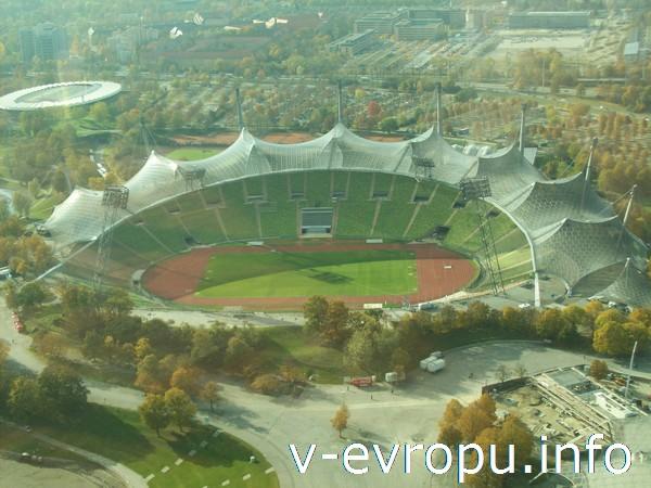 Вид на Олимпийский стадион с Олимпийской башни в Мюнхене