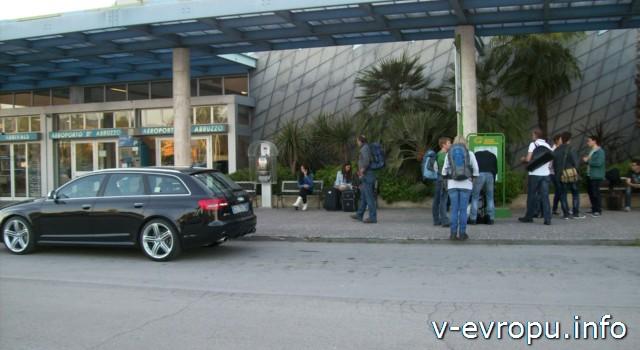 Аэропорт Пескары Абруццо_автобусная остановка автобусов №№ 38, 8