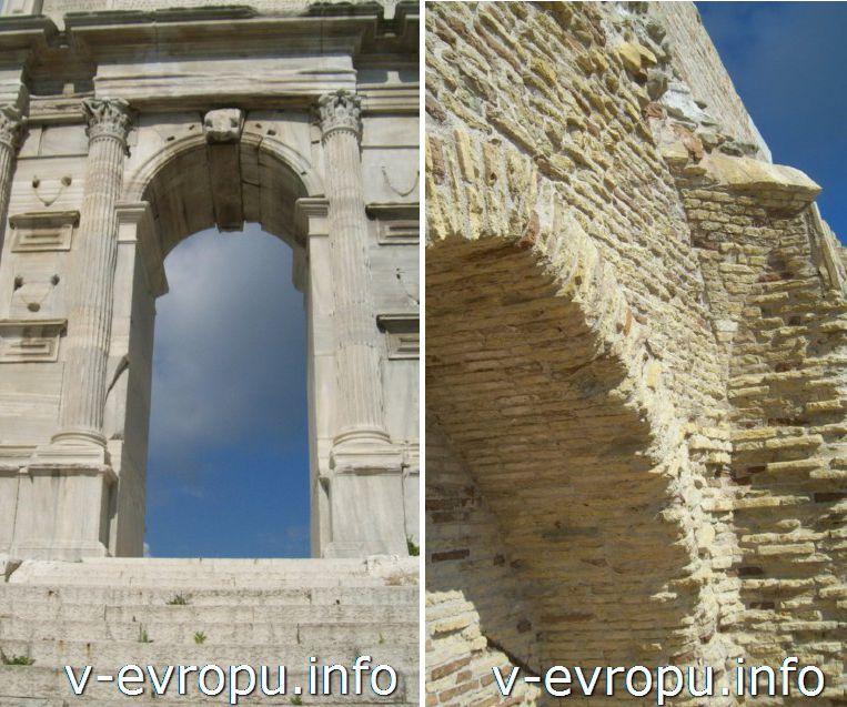 Анкона: арка Траяна (слева) и Арка Клементино (справа)