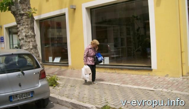 Пескара. Италия. Местный житель: бодрый и доброжелательный