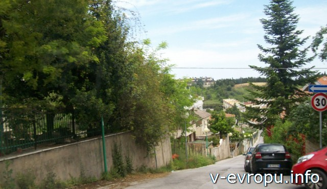 Пескара. Италия. Обычная улица в спальном районе